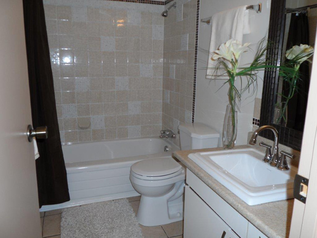photo of bathroom in Braeman Place