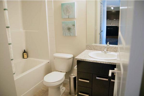 photo of bathroom at Pacific Rise, Edmonton, Alberta