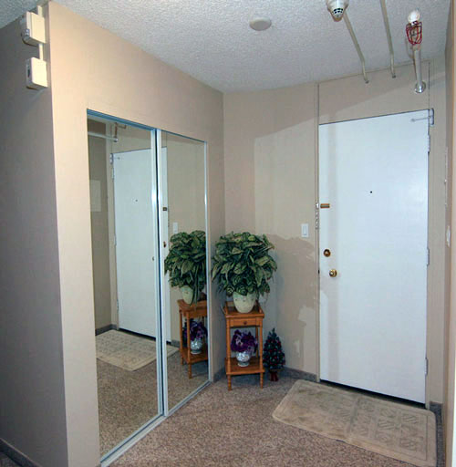photo of entry hallway at Willow Estates, Red Deer, Alberta